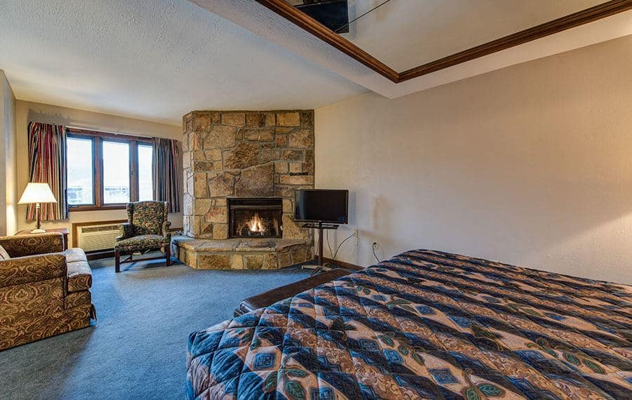A bedroom at Sidney James Mountain Lodge with a fireplace.