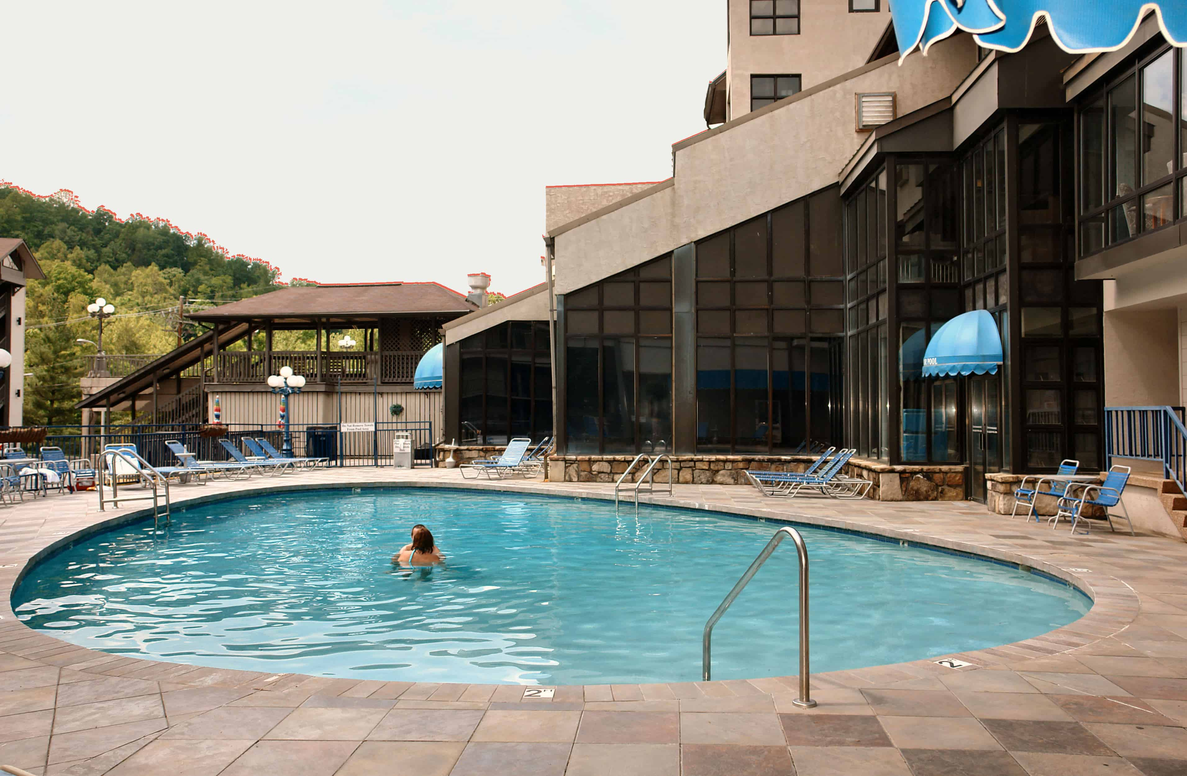 outdoor pool sidney james mountain lodge in gatlinburg